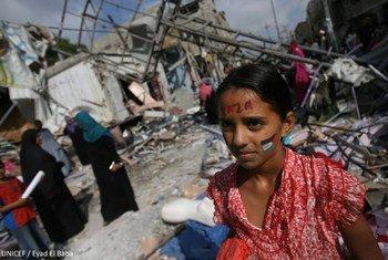 Las mujeres y niñas de Gaza sufren desproporcionadamente los efectos de las hostilidades de 2014. Foto de archivo: UNICEF/Eyad El Baba
