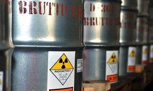 Урановая руда перерабатывается в концентрат и упаковывается в специальные плотно закрытые стальные контейнеры