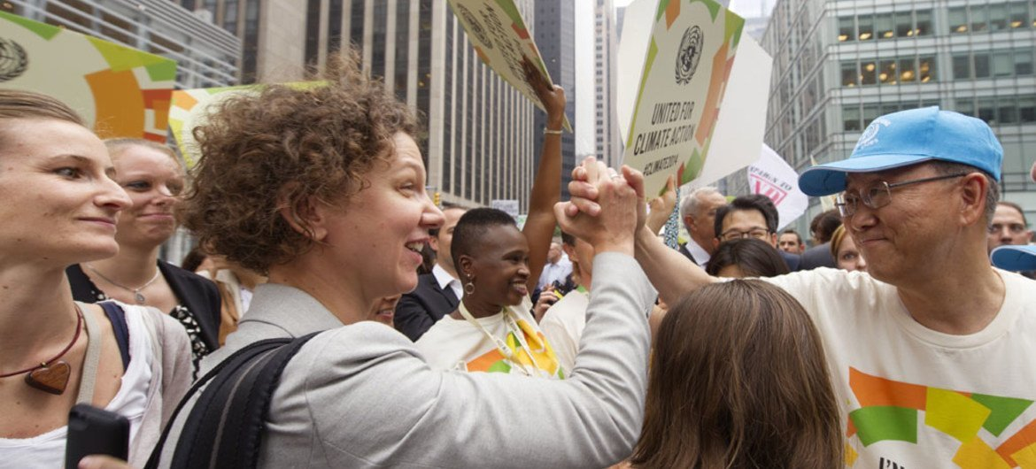 Secretary-General Ban Ki-moon (right) at the People's Climate March held in New York City, ahead of the 2014 Climate Summit he is hosting at UN Headquarters on 23 September.