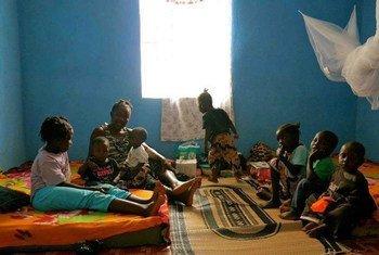 Дети в Сьерра-Леоне из района, <br>охваченного  Эболой <br> фото ЮНИСЕФ