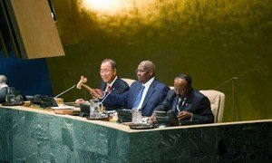 Sam Kahamba Kutesa (centre), President of the sixty-ninth session of the General Assembly, opens the general debate of the session. He is flanked by Secretary-General Ban Ki-moon (left) and Tegegnework Gettu, Under-Secretary-General for General Assembly and Conference Management.