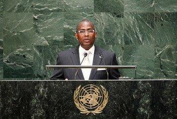 Prime Minister Gabriel Arcanjo Ferreira da Costa of the Democratic Republic of Sao Tome and Principe addresses the General Assembly.