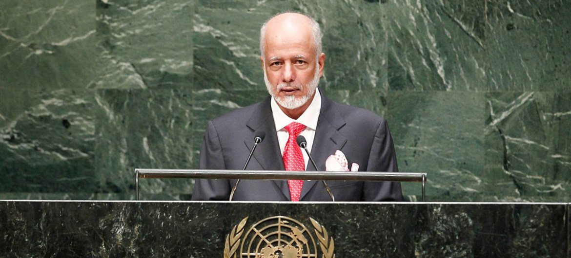 Foreign Minister Yousef Bin Al-Alawi Bin Abdulla of the Sultanate of Oman addresses the General Assembly.