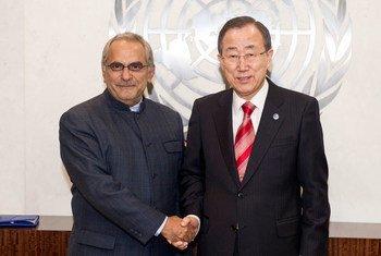 Le Secrétaire général Ban Ki-moon avec José Ramos-Horta, Président du Groupe indépendant de haut niveau sur les opérations de paix.