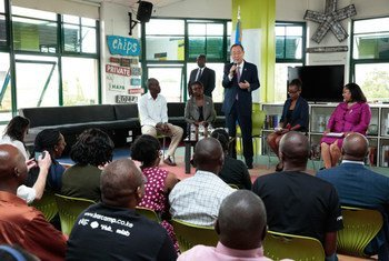 Secretary-General Ban Ki-moon pays a visit to the offices of the non profit technology company Ushahidi and its offshoot, iHub, while in Nairobi, Kenya.
