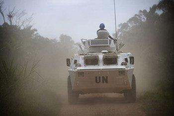 联合国刚果民主共和国稳定团成员在贝尼附近执行巡逻任务(资料图片)。