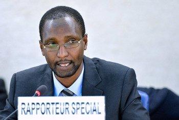有关现代形式的种族主义问题特别报告员鲁泰雷(Mutuma Ruteere )。联合国图片/Jean-Marc Ferré