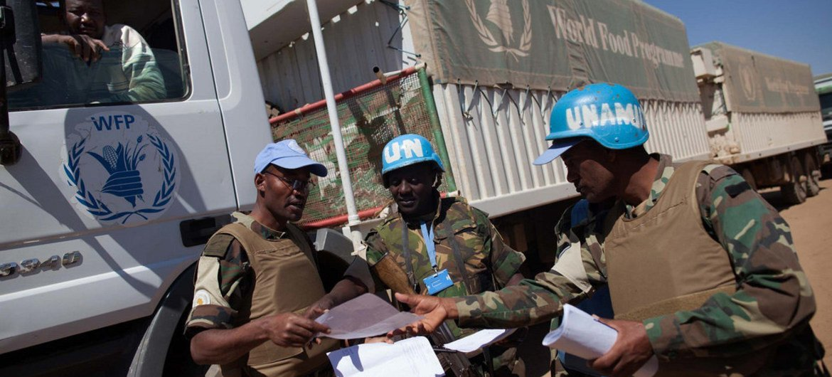 UNAMID commanders from Rwanda and Ethiopia exhange duties in Tabit, North Darfur, to escort a convoy of World Food Programme (WFP) trucks travelling from El Fasher to Shangil Tobaya.