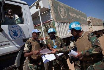 Integrantes de UNAMID en Tabit. Foto de archivo: UNAMID/Albert González Farran