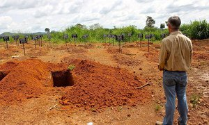 Head of the UN Mission for Ebola Emergency Response (UNMEER), Anthony Banbury, visits a site for safe and dignified burials for Ebola victims in the Sierra Leonean city of Kenema.