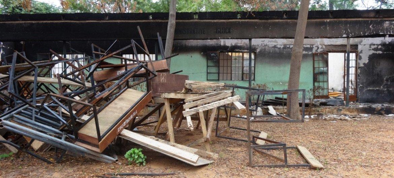 Une école secondaire incendiée dans l'Etat de Yobe, au Nigéria, en novembre 2014. Photo IRIN/Aminu Abubakar (archives)