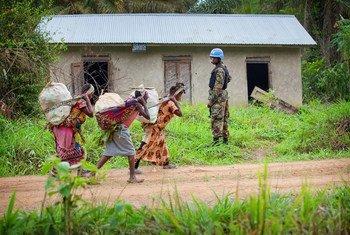 Askari wa kikosi cha FIB akishika doaria  Beni Mashariki mwa DRC ambapo UN ilikuwa inasaidia jeshi la serikali katika operesheni zake.