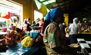 Des vendeurs sur un marché à Monrovia, au Libéria. Photo PNUD/Morgana Wingard
