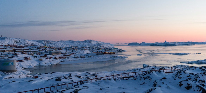 La fonte des calottes glaciaires au Groenland s'accélère. Un nouveau record de froid est un rappel important des contrastes frappants qui existent sur cette planète.