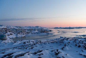 La fonte des calottes glaciaires au Groenland s'accélère. Photo : ONU/Mark Garten