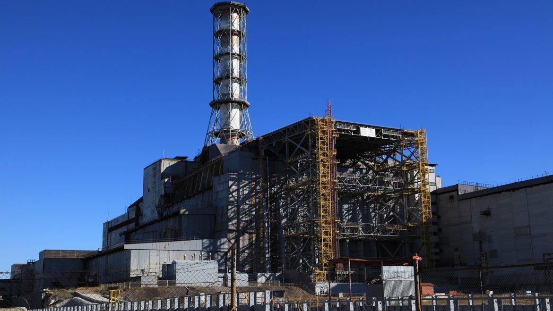 Le réacteur endommagé durant un accident à Tchernobyl en 1986 (décembre 2014). Photo : AIEA / Dana Sacchetti