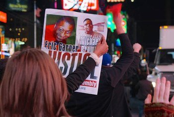Protestors in New York City demonstrate in the wake of the verdict in the case of the police shooting of Missouri teenager Michael Brown (24 November 2014).