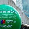 Un globo de más de siete metros de alto, representando una tonelada de dióxido de carbono CO2.