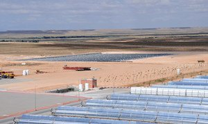 Une centrale thermo-solaire. Photo Banque mondiale/Dana Smillie