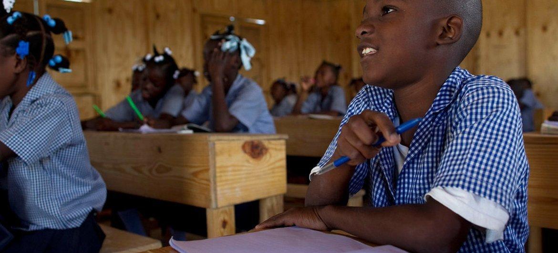 Des élèves dans une école à Port-au-Prince, en Haïti. Photo ONU/Logan Abassi