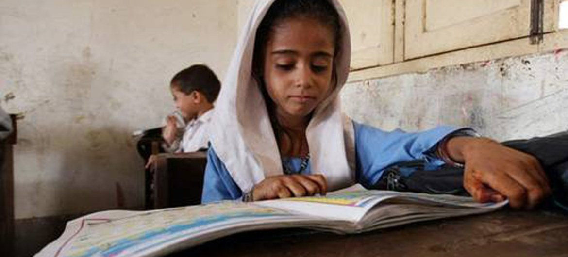 Pupil of a primary school class in Pakistan.