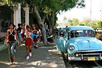 Salida de la escuela en La Habana, Cuba.