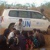 联合国人权高专办柬埔寨办公室对居住在森林中的寻求庇护者进行访谈。