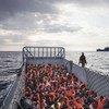 Este barco italiano lleva a 186 personas que fueron rescatadas en alta mar. Foto: ACNUR/A. DAmato