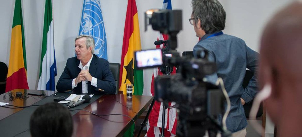 Outgoing head of the UN Mission for Ebola Emergency Response (UNMEER), Anthony Banbury addresses journalists in Accra, Ghana.