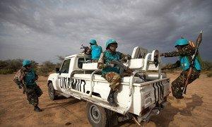 Des Casques bleus de la MINUAD au Sud-Darfour. Photo : MINUAD/Albert Gonzalez Farran