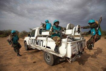 Des Casques bleus de la MINUAD au Sud-Darfour.