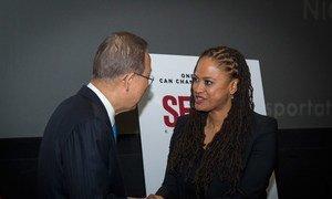 Secretary-General Ban Ki-moon meets film director Ava DuVernay at the advance screening of  'Selma: One Dream Can Change the World.'
