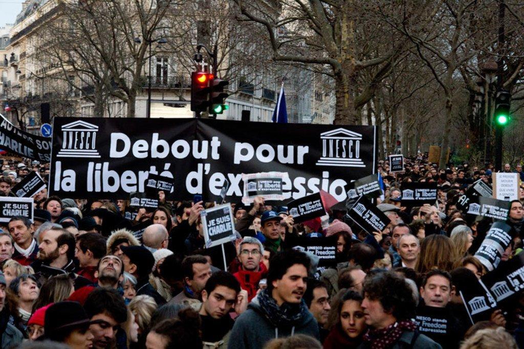 Una manifestación en París a favor de la libertad de expresión después de los ataques terroristas contra la revista satírica Charlie Hebdo en enero de 2015. Foto de archivo: UNESCO/C. Darmouni