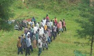 Des ex-combattants FDLR se rendent volontairement à la MONUSCO. Photo : la MONUSCO