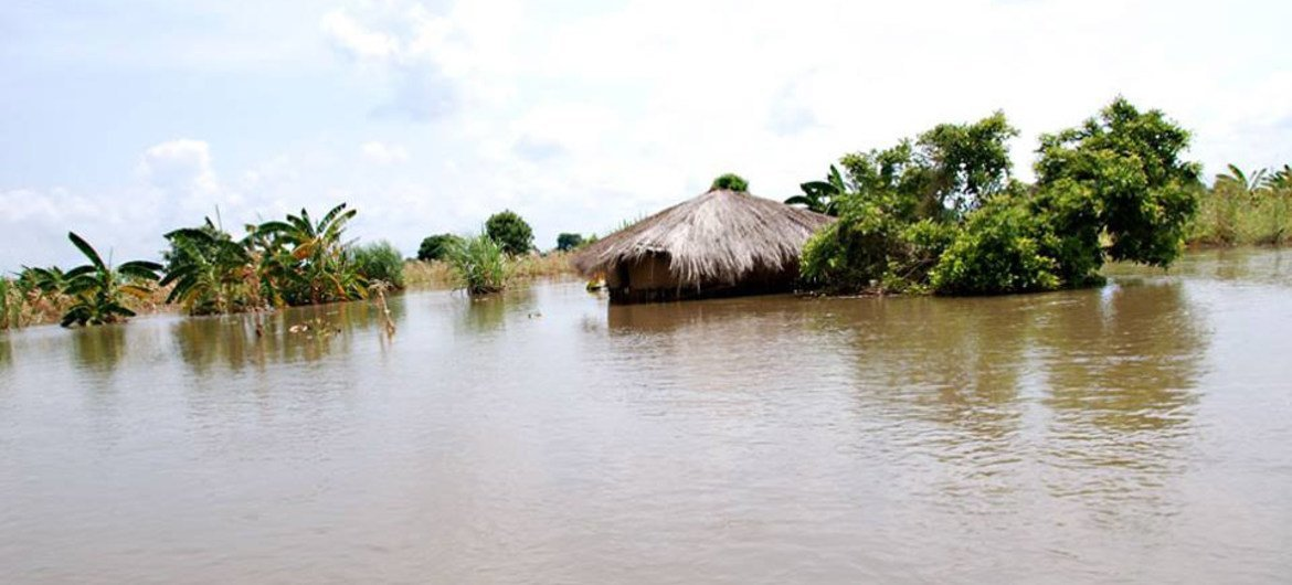 Flooding in Malawi in October 2014.