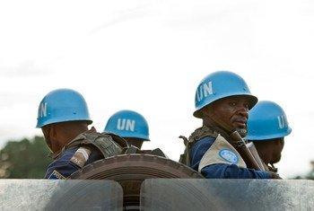 Des Casques bleus de la MINUSCA en patrouille en République centrafricaine (RCA).