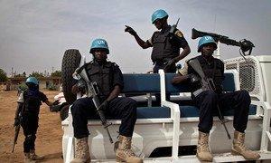 Des policiers sénégalais de la MINUSMA en patrouille au Mali.