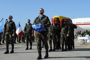 Service commémoratif à l'aéroport international de Beyrouth pour le soldat de la paix espagnol de la FINUL, le caporal Francisco Javier Soria Toledo, mort le 28 janvier 2015 dans l'exercice de ses fonctions au Sud-Liban. Photo : FINUL