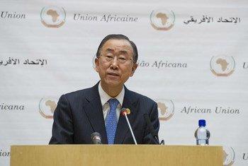 Le Secrétaire général Ban Ki-moon devant le 24ème Sommet de l'Union africaine à Addis-Abeba, en Ethiopie. Photo ONU/Eskinder Debebe