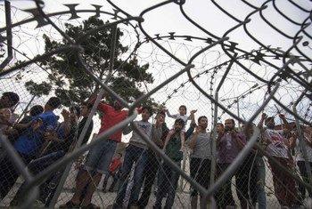 Des demandeurs d'asile dans un centre de rétention sur l'île de Samos, en Grèce. Photo HCR/A. D'Amato