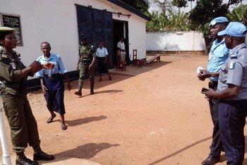 Des femmes policières dans un poste de police réhabilité par le PNUD à Bangui, en République centrafricaine (RCA). Photo : PNUD