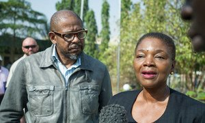 Emergency Relief Coordinator Valerie Amos (right) and UNESCO Envoy for Peace and Reconciliation Forest Whitaker addressing the press in Juba, South Sudan.