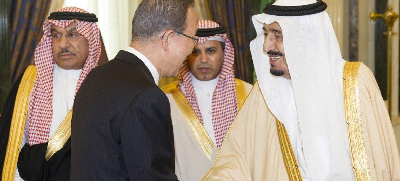 Secretary-General Ban Ki-moon (centre) meets in Riyadh with King Salman bin Abdulaziz Al Saud of Saudi Arabia (right). February 2015