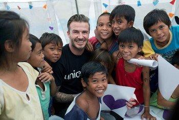El ex futbolista David Beckham cumplió este año su décimo aniversario como Embajador de Buena Voluntad de UNICEF. Foto de archivo: UNICEF/Per Anders Pettersson