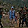 حفظة السلام في اليونيفيل يقومون بعملية تعليم الخط الأزرق