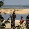 Des réfugiés en provenance de République centrafricaine sur les rives de la rivière Oubangui en République démocratique du Congo en février 2015