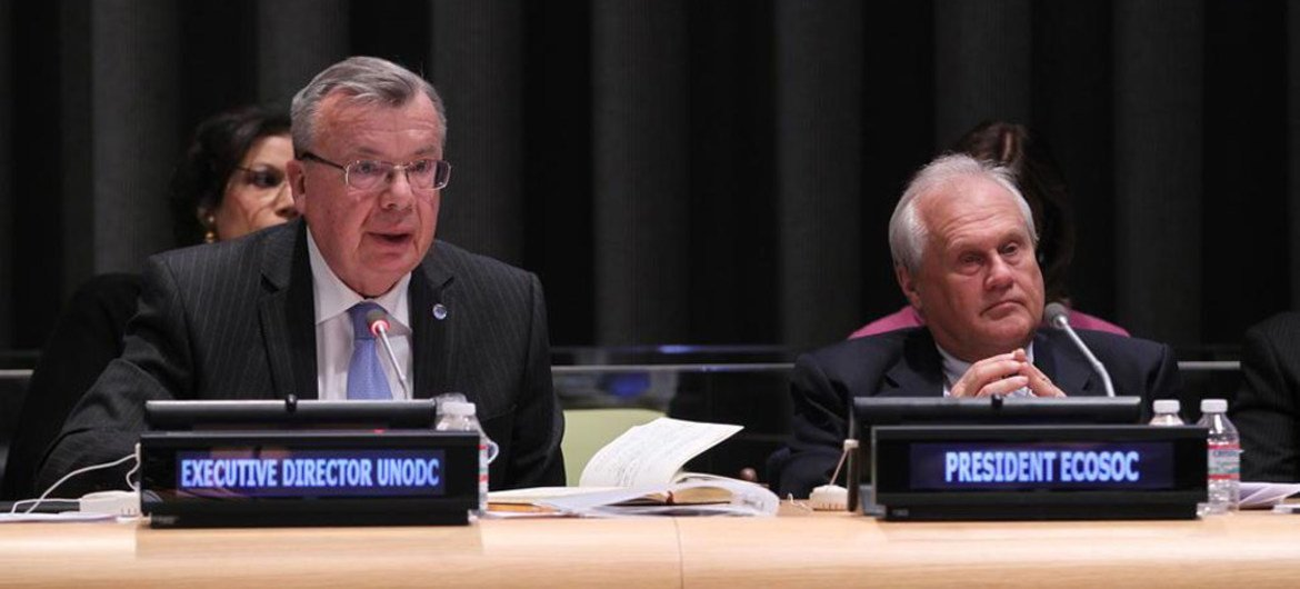 Executive Director of the UN Office on Drugs and Crime (UNODC), Yury Fedotov (left), and President of the Economic and Social Council (ECOSOC) Martin Sajdik.