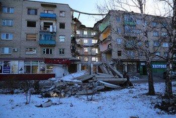 Exemple de destruction liée au conflit dans la ville de Mykolaivka, dans la région de Donetsk, dans l'est de l'Ukraine. Photo : PAM / Abeer Etefa