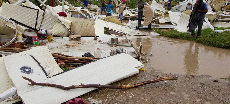 Destrucción de viviendas en Haití. El Secretario General de la ONU advirtió que en una era en que los desastres naturales son más frecuentes y numerosos, es fundamental contar con la sabiduría de los pueblos indígenas. Foto de archivo: MINUSTAH/ Logan Abassi