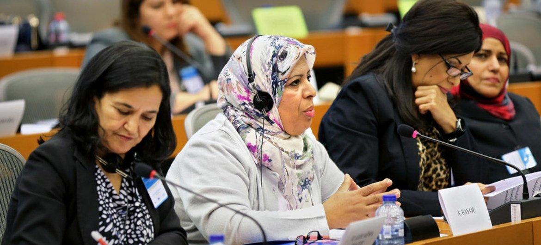 Participantes en una reunión de reguladores de países árabes y miembros del Parlamento Europeo, en Bruselas, Bélgica. Foto: ONU Mujeres/Emad Karim